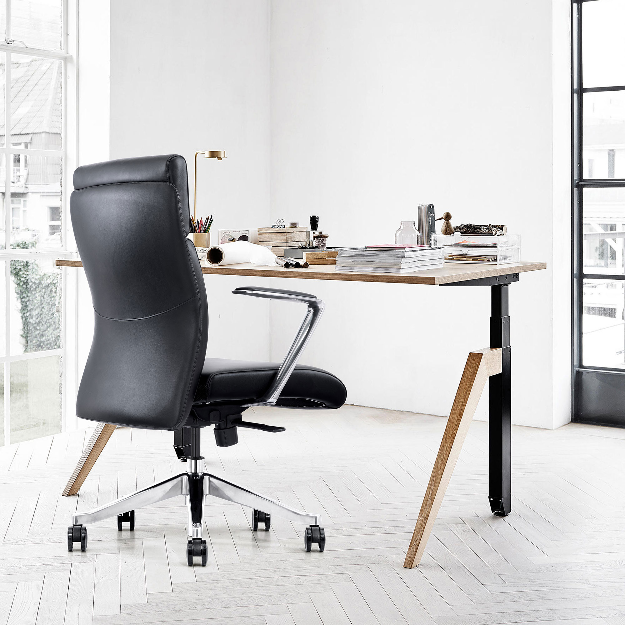 LOD68, Black leather home office chair